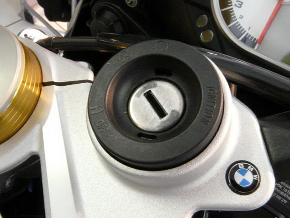 BMW Circular Antenna for all Bikes with CAN Bus